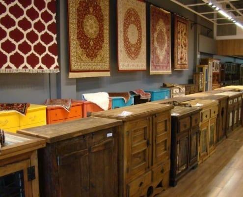 case feiira de tapetes e móveis rústicos